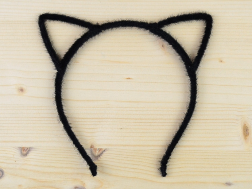 Bentita Urechi de Pisica Neagra Puf