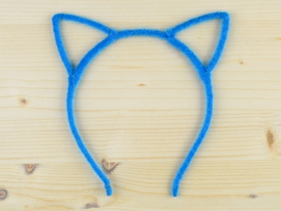 bentita-urechi-pisica-albastru-puf