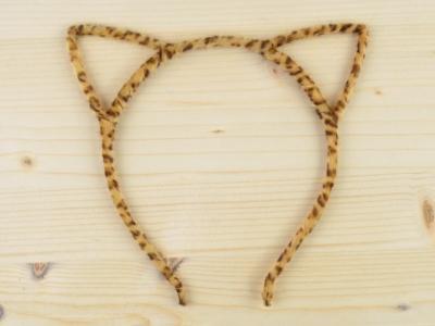 bentita-urechi-pisica-animal-print-puf