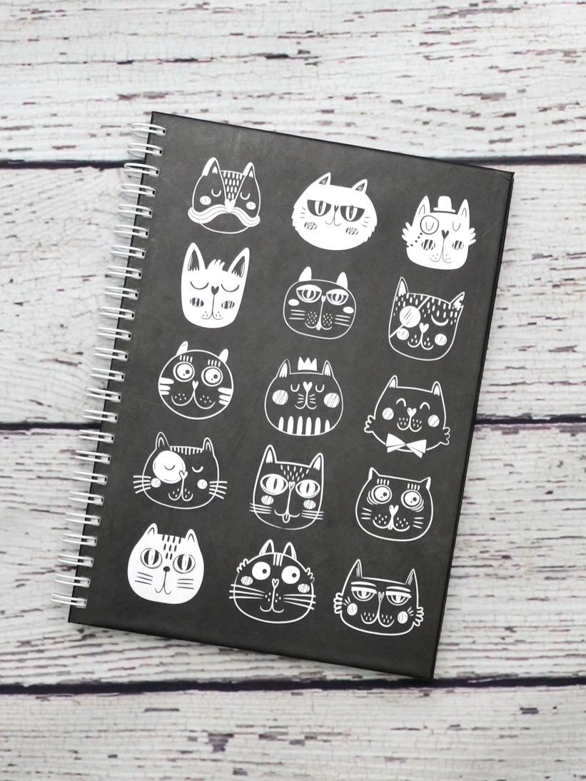 Agenda cu Pisici Albe