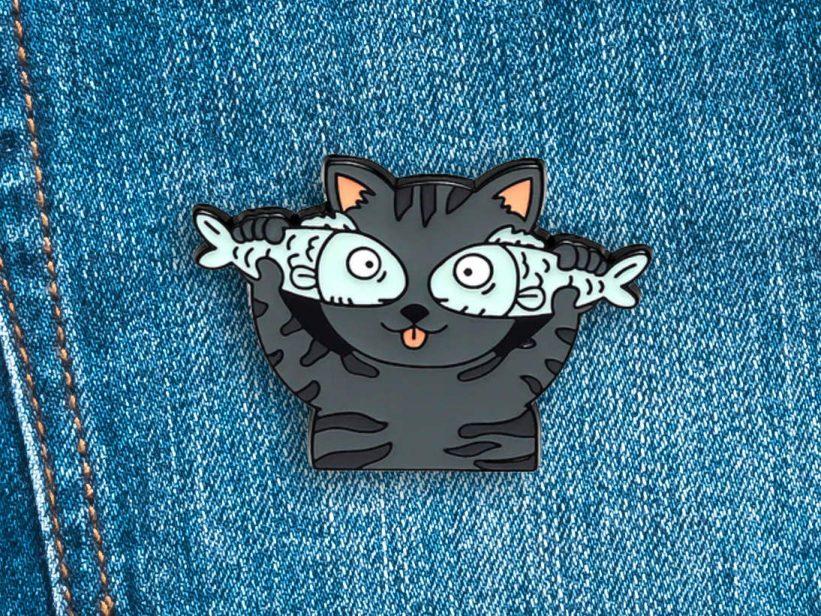 Pin Pisica Fishy Cat